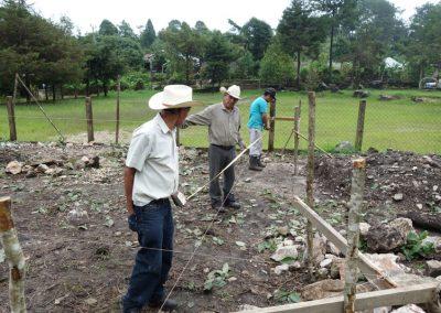 Trazo y nivelación para el desplante de la cimentación de la eco-construcción