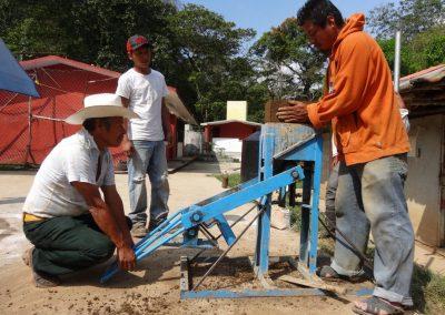 Elaborando Block de Tierra Comprimida