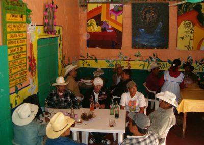 Comedor la Flor del Café, personas degustando sus alimentos