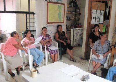 Reunión de planeación entre las integrantes del comedor La  Flor del Café