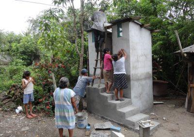 Colocando techo del baño seco